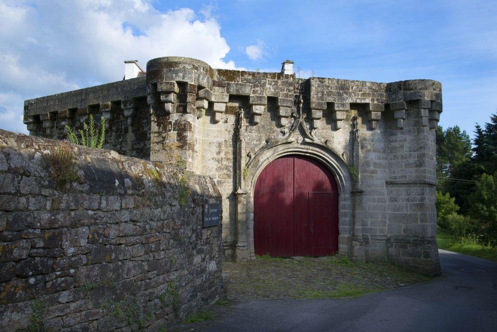 Moyen âge, Guémené-sur-Scorff, Porte du château, Photo : H. Ronné