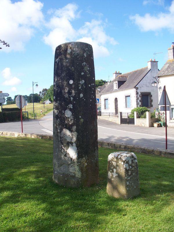 Stèles de la chapelle de la Croix, Plélauff