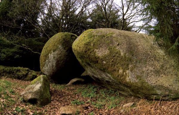 Vue de l'abri-sous-roche, Pont-Glas (photo: © G. Marchand, 2007-2008 ?)