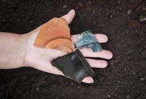 Mobilier archéologique antique découvert dans le cadre d'une prospection au sol. Cliché J. Bernard