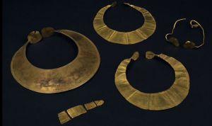 Âge du Bronze_Chaudron et épées de Kerboar, Photo : B. Armbuster