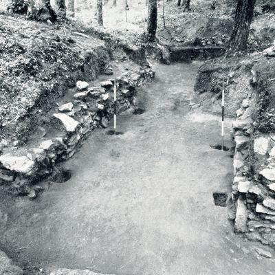 Huelgoat Camp d'Arthus oppidum Porte Nord Wheeler.jpg