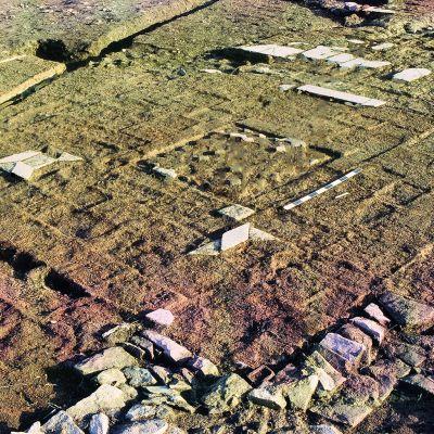 Carhaix, domus de l'hopital, sol de la salle d'apparat de la domus en cours de fouille