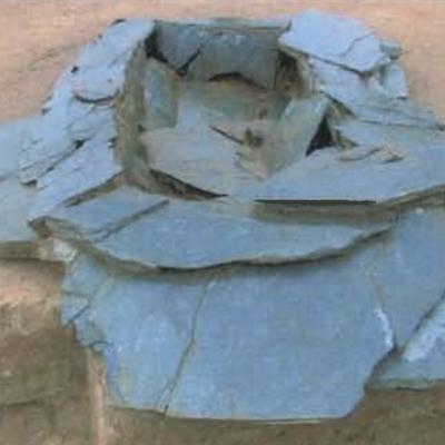 Kergroas, sépulture avec dalle de couverture, Villard-Le Tiec