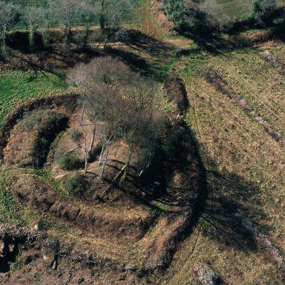 Motte de Kerimerc'h à Saint-Nicolas-du-Pélem.Cliché M. Gautie
